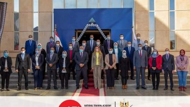 Photo of محافظ الوادي الجديد والمدير التنفيذي للأكاديمية الوطنية يوقعان بروتوكول تعاون لتدريب العاملين بالجهاز الإداري للمحافظة