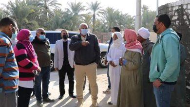 Photo of بالصور المحافظ يتابع مشروع تطوير حي القلقان بالخارجة