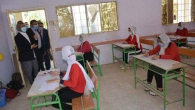 Photo of بالصور نائب محافظ الوادي الجديد تتفقد سير إمتحانات الشهادة الإعدادية بالخارجة