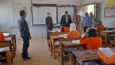 Photo of وكيل وزارة التعليم بالوادي الجديد يجري حوله تفقدية بمدينة الداخلة لمتابعة سير الامتحانات