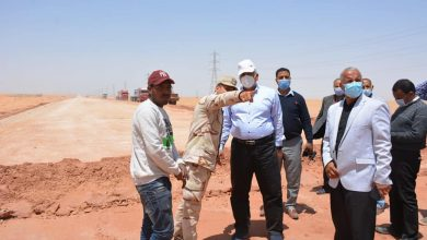 Photo of طريق الداخلة – العوينات.. من عرض 7 أمتار إلى 23 متر مزدوج بـ 6 حارات