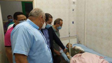 Photo of بالصور محافظ الوادي الجديد يطمئن على حالة مصابي حادث أتوبيس الداخلة